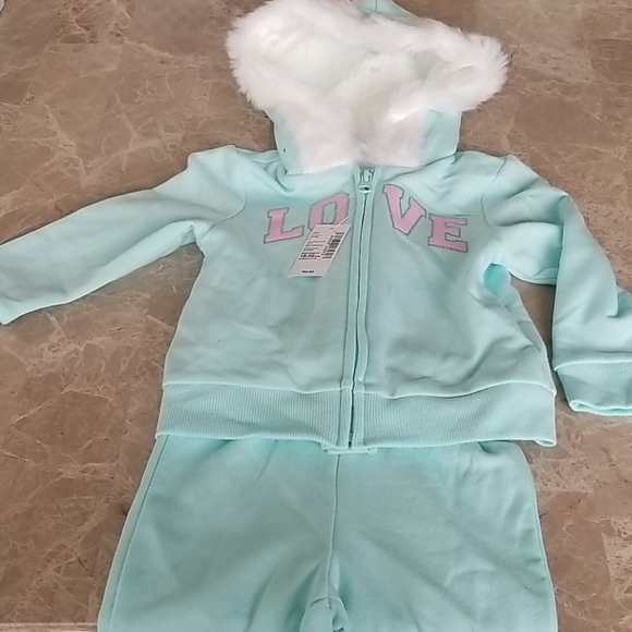 The Children's Place Love Sweat Outfit